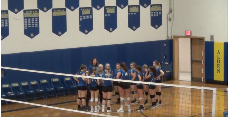 Volleyball Digs Their Way to a Record of 11-2