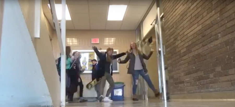 In the Halls:TRY NOT TO DANCE CHALLENGE